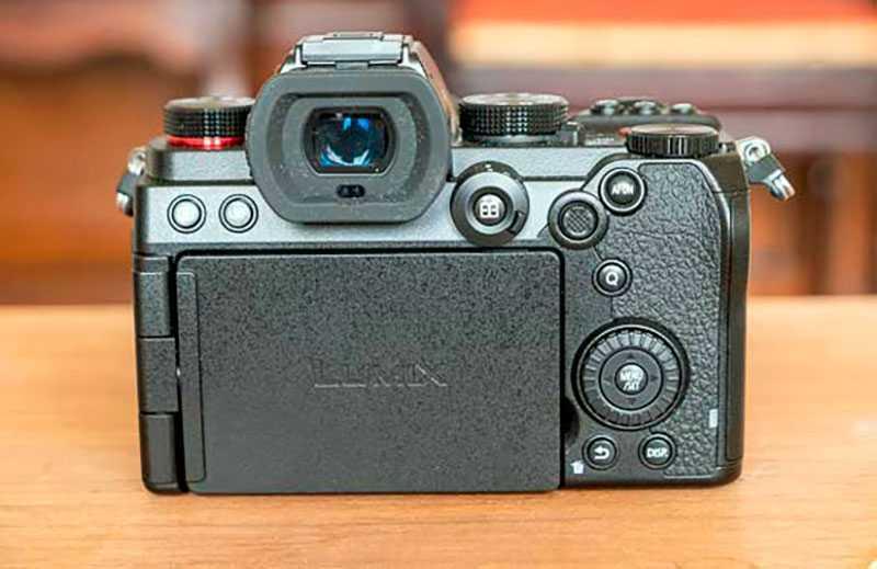 Panasonic Lumix S5 фотокамера