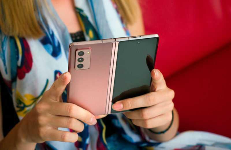 Samsung Galaxy Z Fold 2 в работе