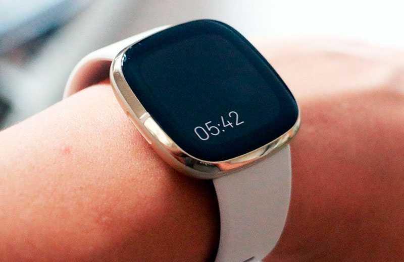 Fitbit Sense смарт-часы