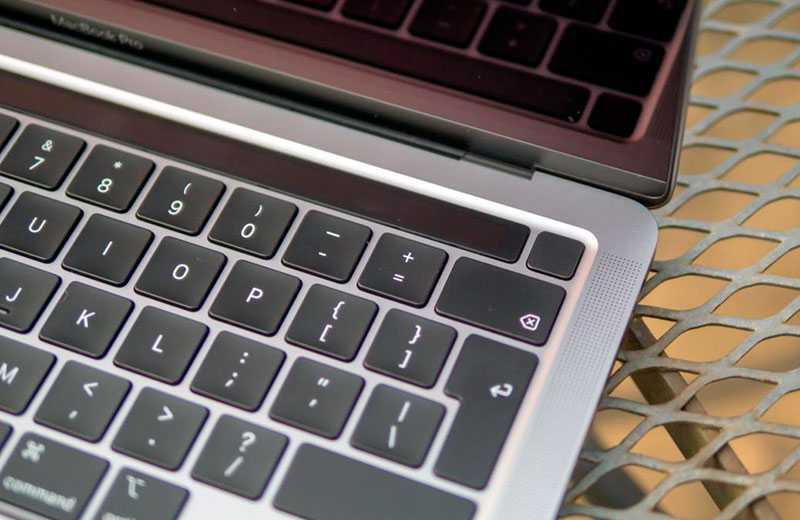 Apple MacBook Pro 13 M1 (2020) в работе