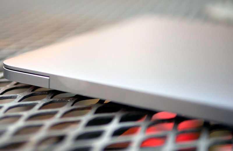 Apple MacBook Pro M1 (2020) внещний вид