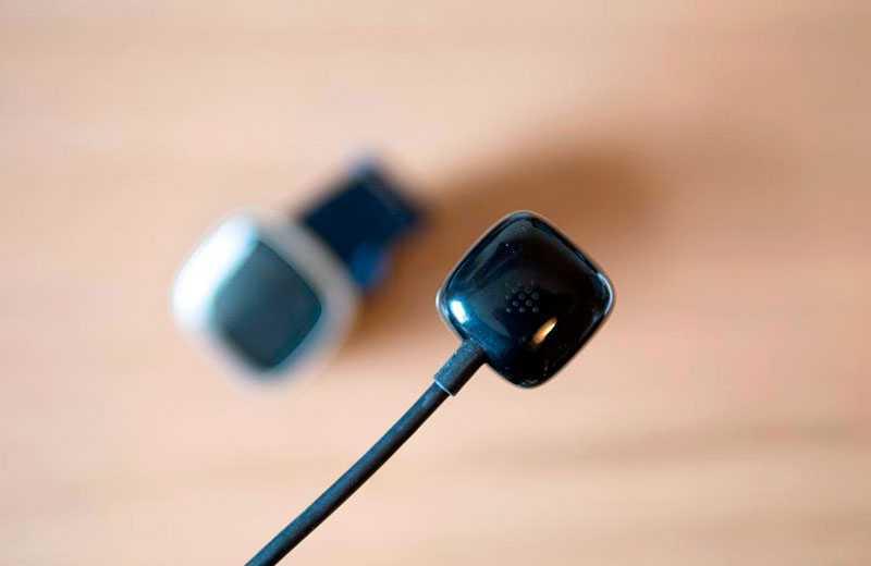 Fitbit Versa 3 зарядка