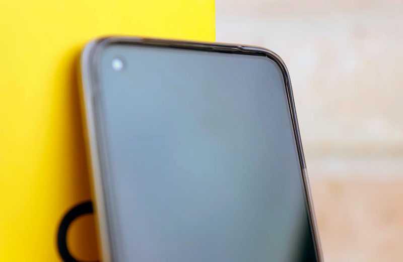 Realme 8 вырез под камеру