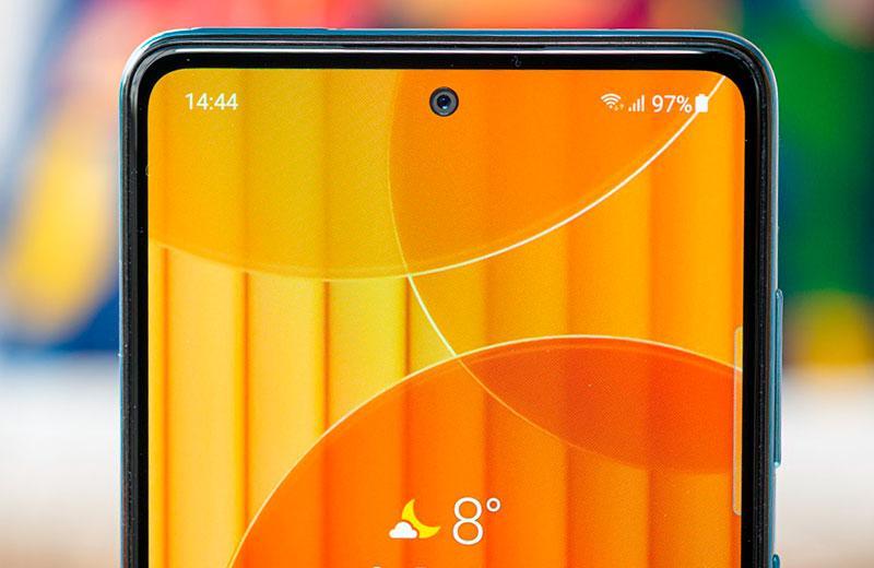 Samsung Galaxy A72 вырез и рамки дисплея