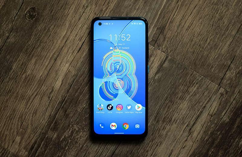 ASUS Zenfone 8 экран