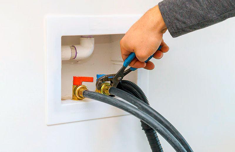 Подключение к электросети и водопроводу