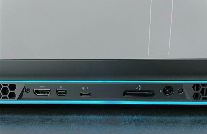 Разъёмы Alienware m17 R4