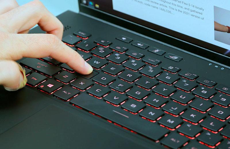 Asus ROG Zephyrus M16 клавиатура ноутбука