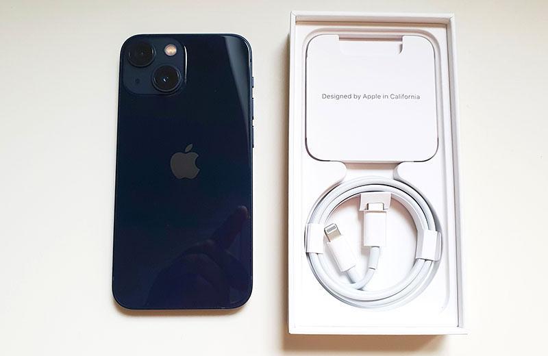 Распаковка Apple iPhone 13 mini и комплектация