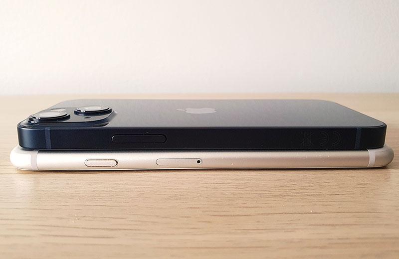 Apple iPhone 13 mini сбоку