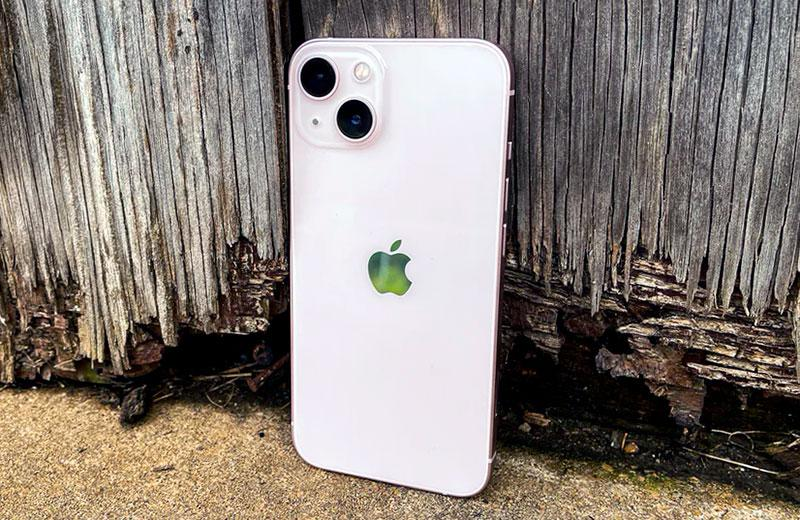 Сравнение Apple iPhone 13