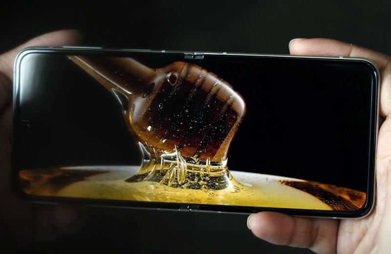 Samsung Galaxy Z Flip3 5G качество отображения