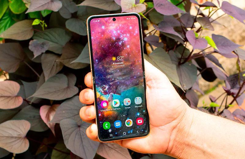 Телефон Samsung Galaxy Z Flip3 5G